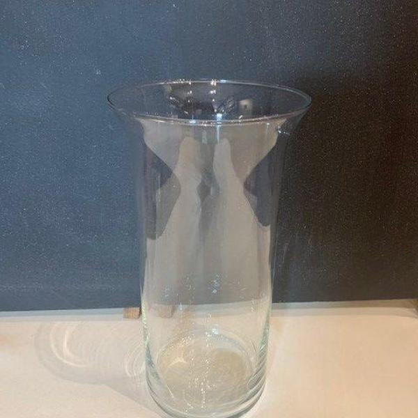 Cylinder with wide lip